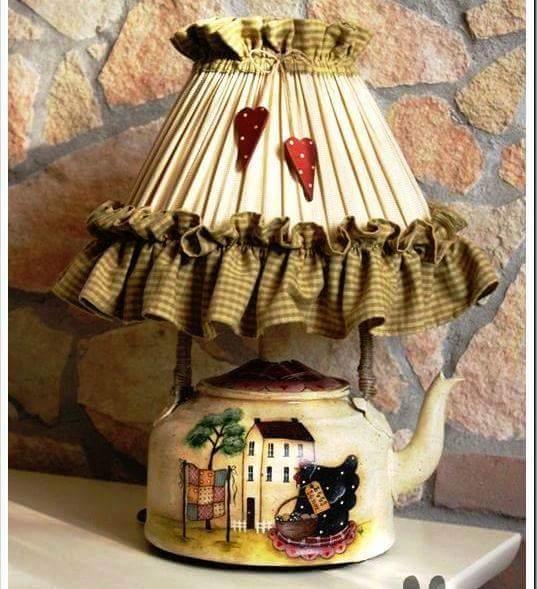 lampa ze starego czajnika