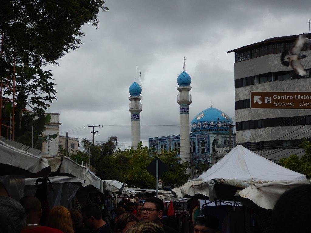 Mesquita de Curitiba próxima à Feira do Lago da Ordem