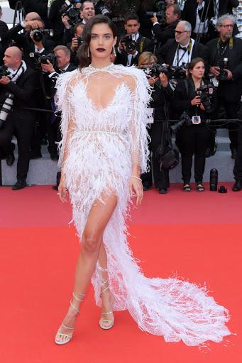 Sara Sampaio red carpet fashion dresses photo