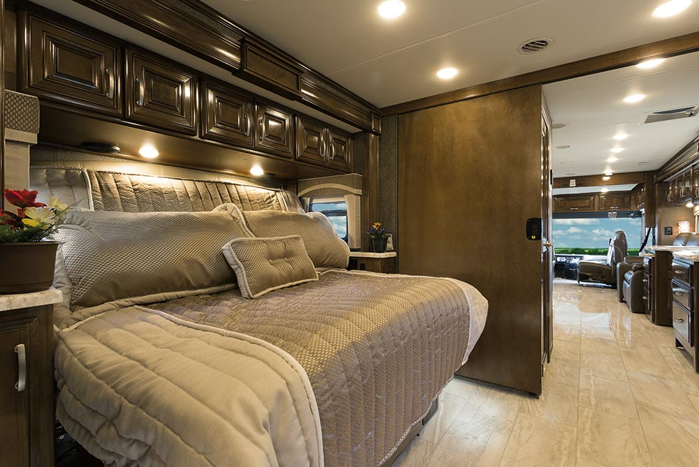 Gr8lakescamper thor motor coach introduces the all new for Motor coaches with 2 bedrooms