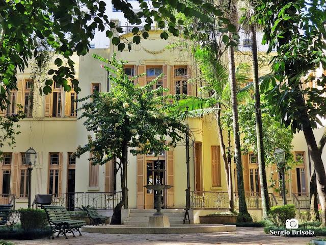 Vista da fachada da Faculdade de Arquitetura e Urbanismo USP - Antiga Vila Penteado - Higienópolis - São Paulo