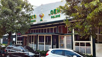 Eskrim di Toko Oen sebagai salah satu kuliner legendaris Malang di dekat alun-alun.