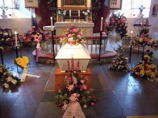 Dion bjuder in fans till makens begravning