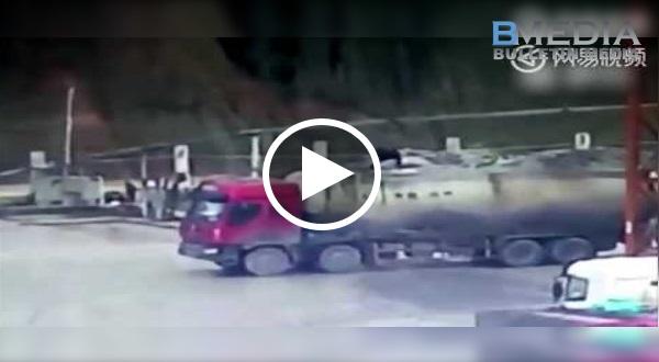 SERAM!! CCTV Rakamkan Lori Simen Meletup!! Pekerja Diletup Sampai 'Terbang' Tinggi!!!