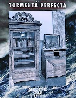 cartel de la tormenta perfecta con muebles antiguos