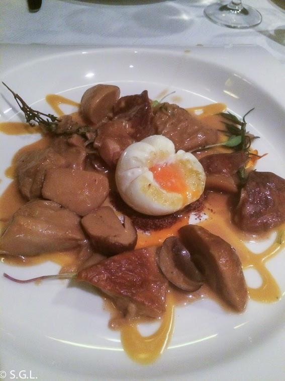 Papillot de hongos con huevo en el restaurante Yandiola en Bilbao