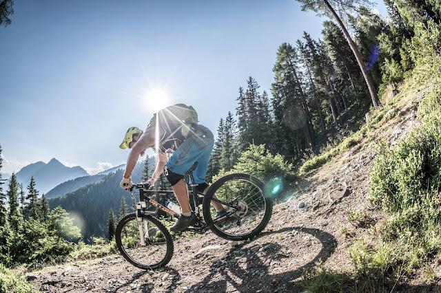 Singletrail abfahrt von der Europahütte Mountainbike