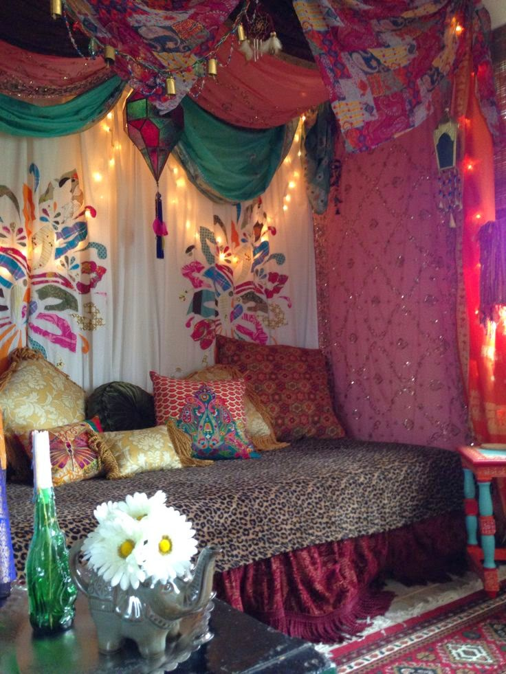 Eye for design decorating gypsy chic style for Decoration chambre hippie