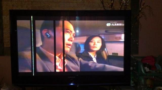 màn hình tivi bị kẻ dọc màu đen do đứt mạch trên màn hình