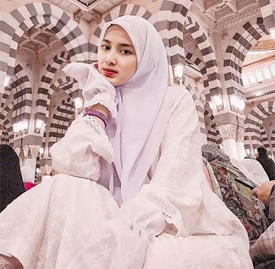 Rosiana Dewi Pakai Hijab