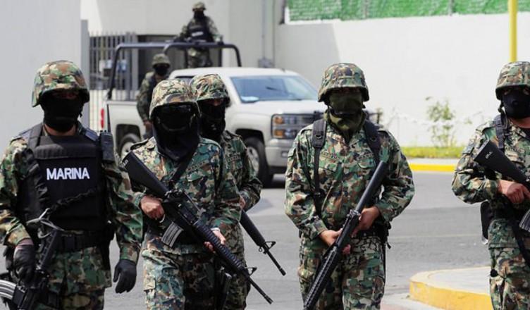 """MARINOS iban por el """"MENCHO"""" , tirotean a policías y les quitan cinco patrullas en Jalisco"""