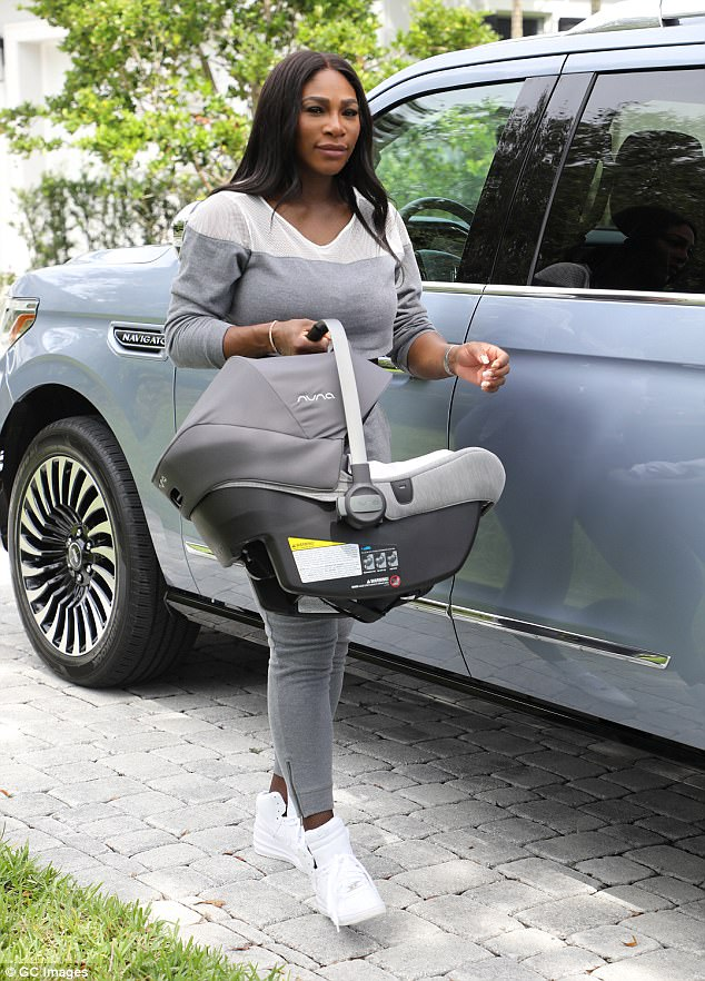 (Photos) Serena Williams steps out with baby daughter, Alexis Olympia Ohanian Jr in Florida