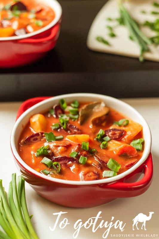 Pikantna zupa z pieczonych warzyw