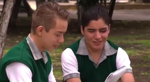 Chico gay dulce adolescente