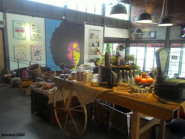 desain cafe klasik modern ww.rumah-hook.com