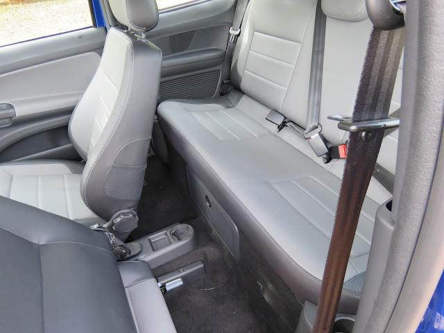 VW Saveiro Cross Cabine Dupla 2017 - interior - espaço traseiro