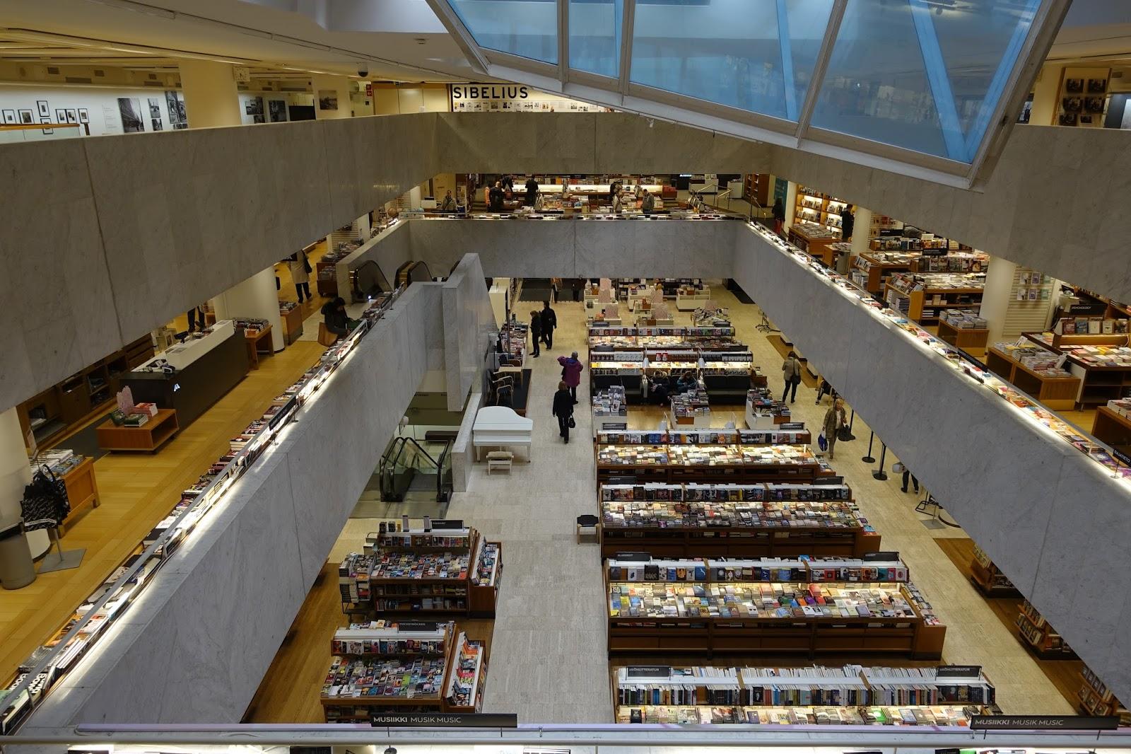 アカデミア書店(Akateeminen Kirjakauppa)2階