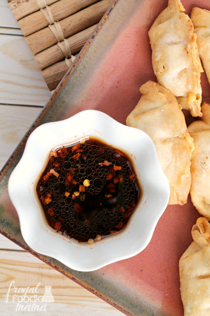 Golden honey and bold sriracha sauce come together in this delicious & quick Sweet & Spicy Sriracha Dipping Sauce.