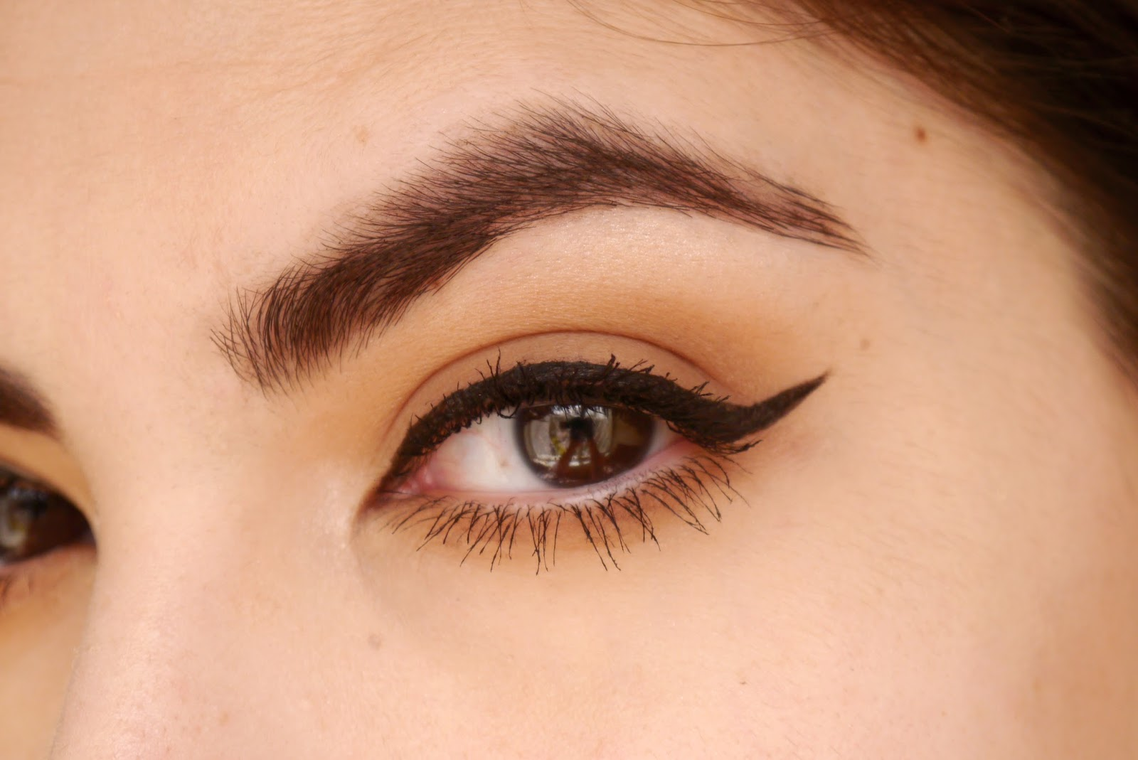 how to Black winged liner sharp edge como hacer delineador negro punta afilada