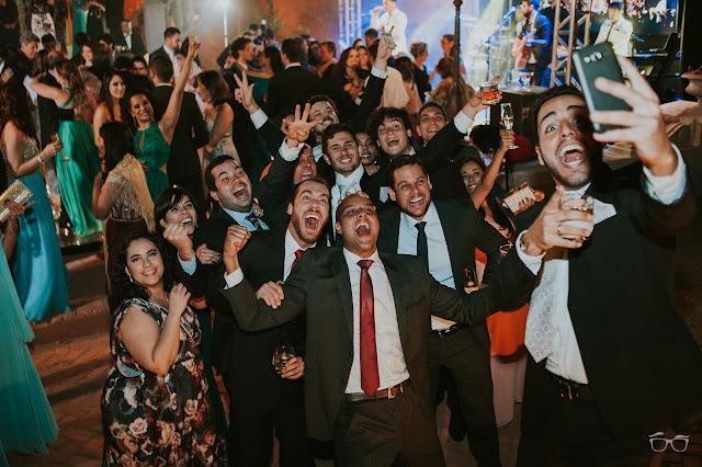 casamento real, casamento a céu aberto, villa giardini, dança do casal, valsa dos noivos, pista de dança, casamento em brasilia, casarei em brasilia, festa de casamento, convidados dançando