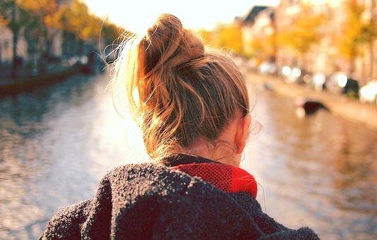 Attacher ses cheveux trop souvent accentue la casse - Astuces Blog Beauté