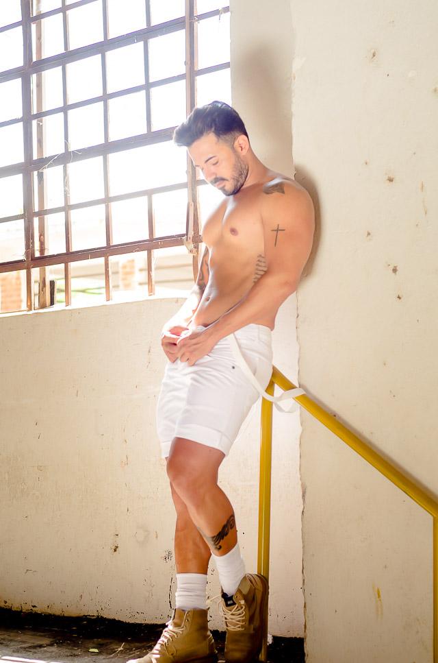 Matheus Gouveia, Mister Brasil Top Universo 2015, posa para ensaio sensual. Foto: Gleisi Serra/Renato Cipriano - Divulgação