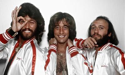 Foto de Bee Gees posando para fans
