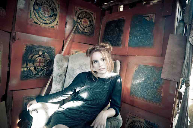 "Bridgit Mendler estrena el video de ""Atlantis"""