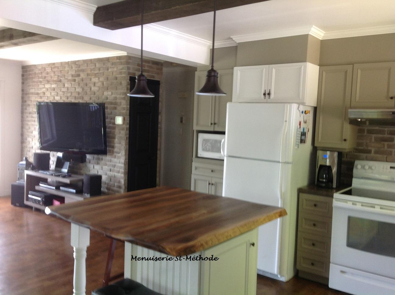 menuiserie st m thode comptoir d 39 lot de cuisine en noyer. Black Bedroom Furniture Sets. Home Design Ideas