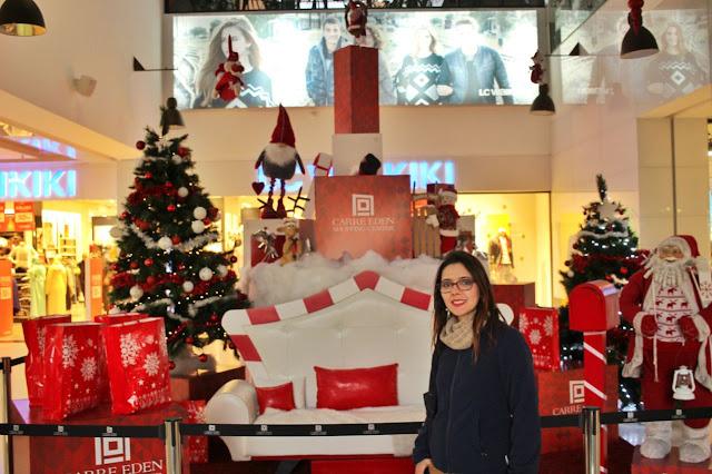 Uma decoração natalina Carré Eden Shopping Center, com direito até a Papai Noel!