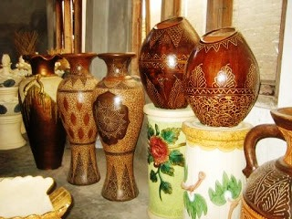 Kerajinan Keramik Dari Daerah Kasongan, Jogjakarta sebagai contoh dari KERAJINAN KERAMIK NUSANTARA (10 CONTOH DAN KETERANGANNYA)