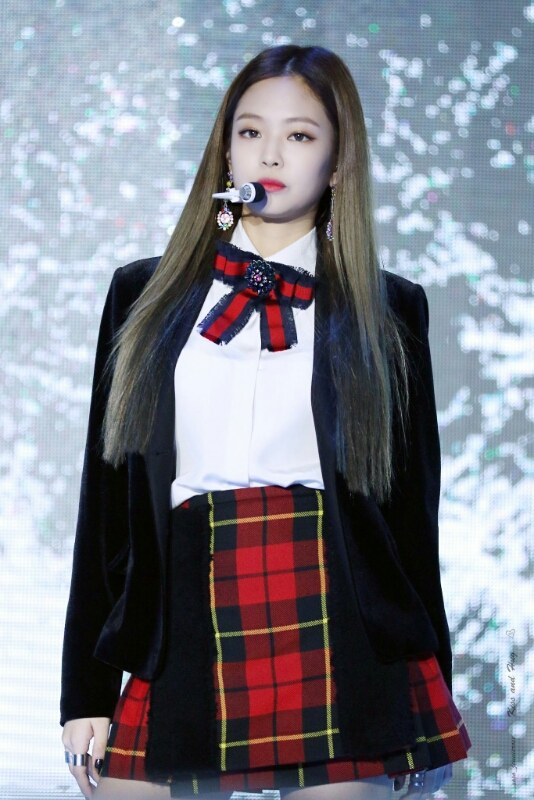 Overlapping Outfits Of Black Pink Red Velvet K Pop K Fans