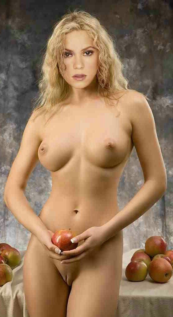 shakira naked boobs