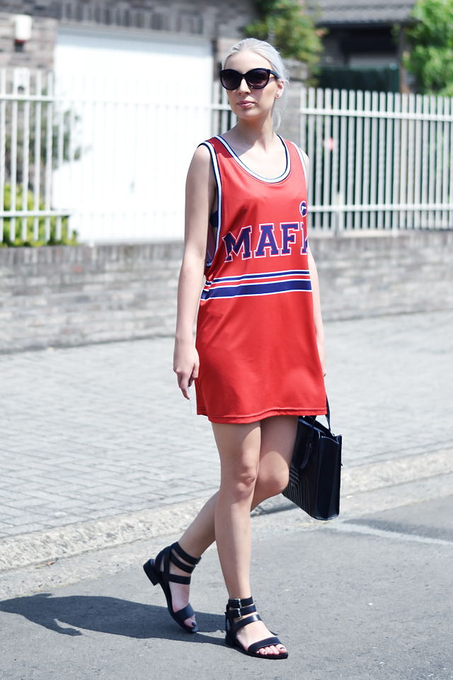 Outfit, ootd, belgian blogger, mr gugu & miss go, basketball top, dress, oversized, street style, summer outfit, 2015, leather, strap, sandals, & other stories, other stories, h&m sunglasses, zara tote bag, celine inspired bag
