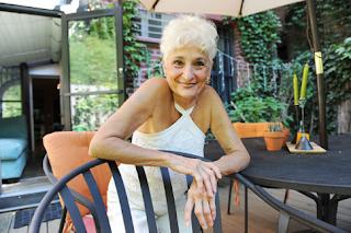Η 82χρονη που αντέχει το σeξ με τον 39χρονο σύντροφό της