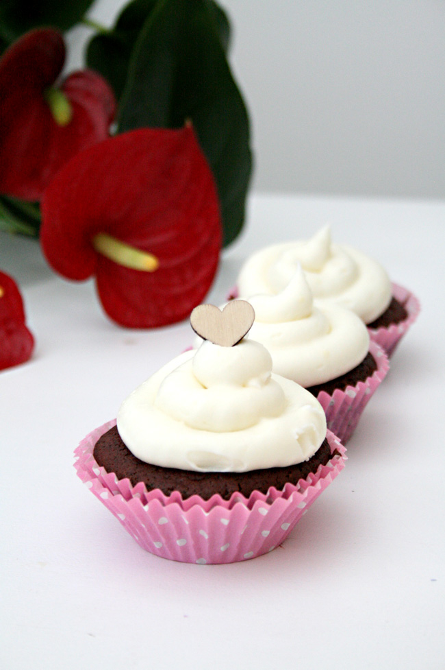 Red_Velvet_Cupcakes_Hummingbird