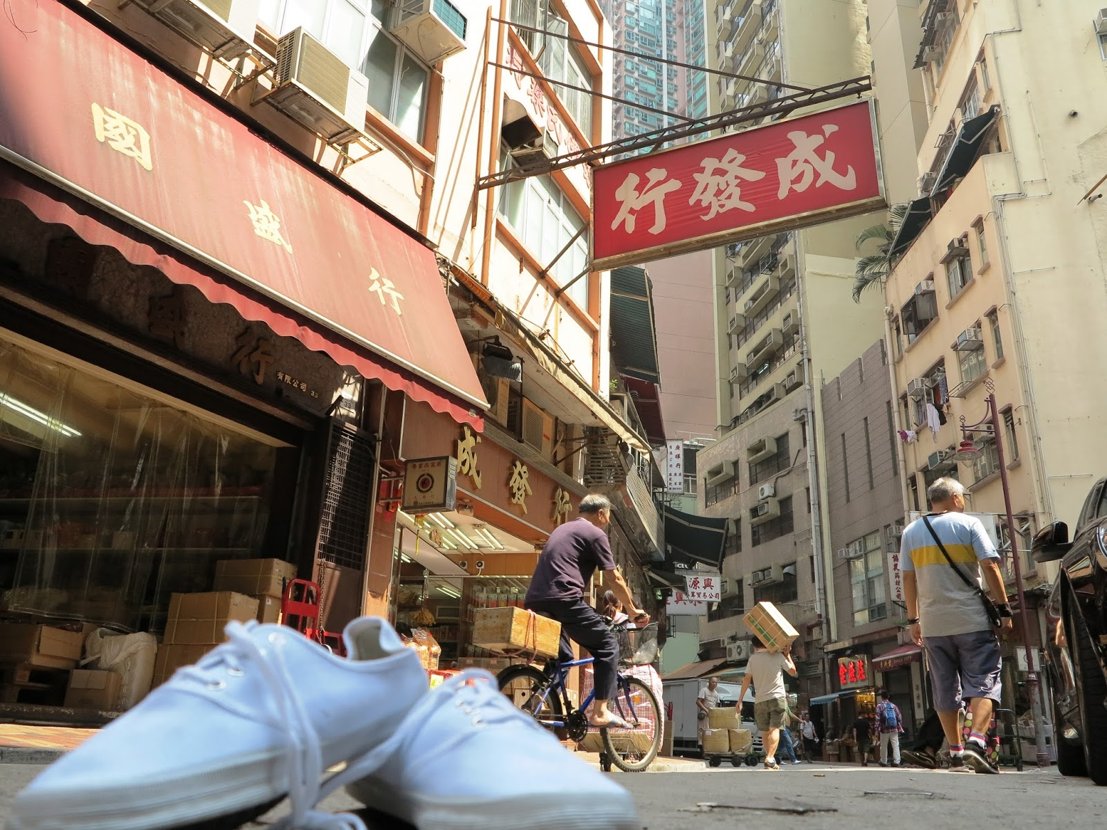 SPD4459 The Little White Shoes - Across HK Central-Western District: SPD4459 The Little White Shoes 高陞街 (藥材街) Ko Shing Street (Chinese ...