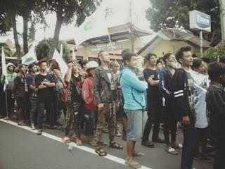 Tak Rela Agamanya Dihina, Anak Punk Ikut Turun Kejalan Tuntut Ahok Agar Segera Di Hukum  - Commando