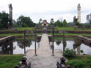 Puentes de la Tumba Imperial Thieu Tri