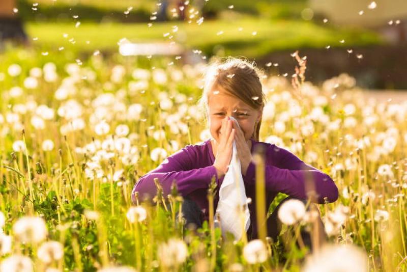 Menina com alergia