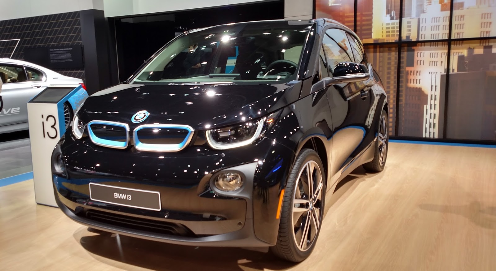 Black Friday Frankfurt 2017 The Electric Bmw I3 2017 Bmw I3 Specs Revealed With Some