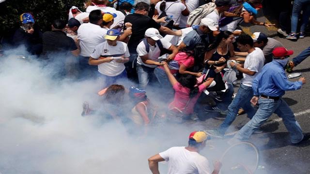 Venezuela: Inmensa represión en varias ciudades, inquietud internacional y dos fallecidos este #19Abr