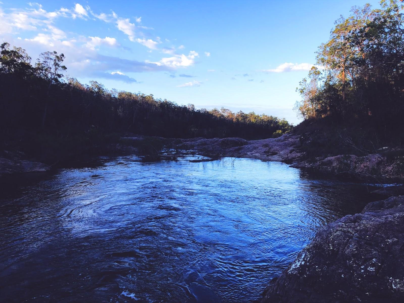 Rzeka w Australii niedaleko parku parku narodowego Girringun oraz wodospadu Wallaman Falls