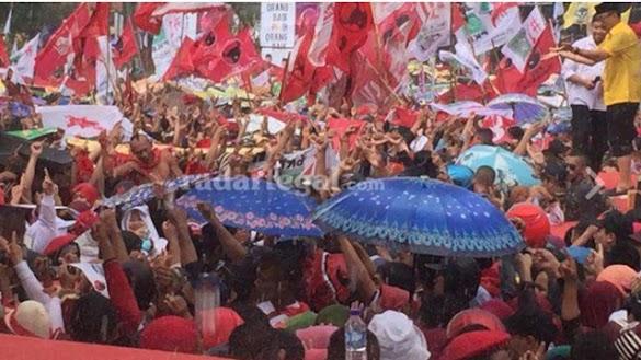 Kampanye Jokowi di Tegal Diguyur Hujan Deras