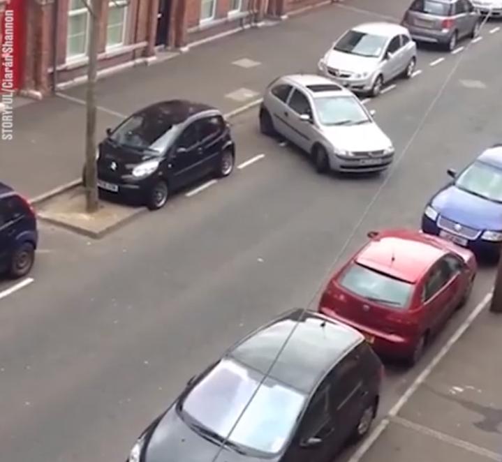 Παρκάρισμα διάρκειας 9 λεπτών καταλήγει σε… αποθέωση! (Video)