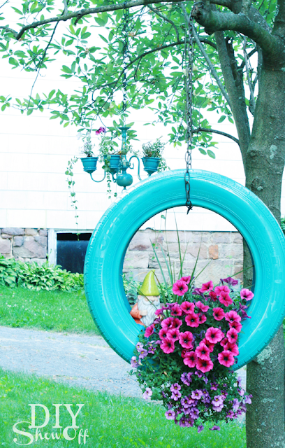 20 beautiful garden crafts to make with recycled for Garden decoration with waste material