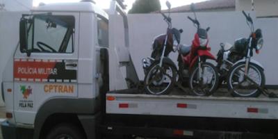 Policiais apreendem motocicletas conduzidas por menores em Monteiro