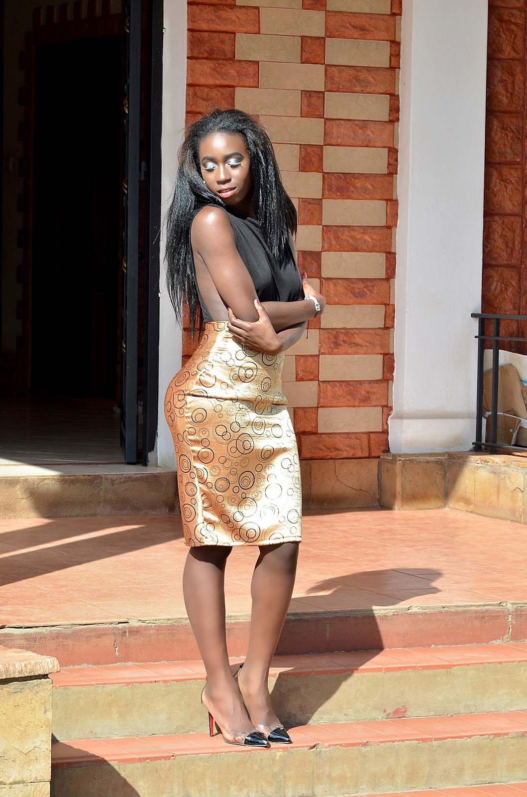 gold skirt outfit, kenyan fashion blogger,  side cut out bodysuit, how to wear side cutouts, style with ezil, casual pencil skirt look