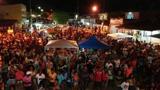 http://www.blogdofelipeandrade.com.br/2016/07/caravana-da-goiana-fm-reuniu-multidao.html