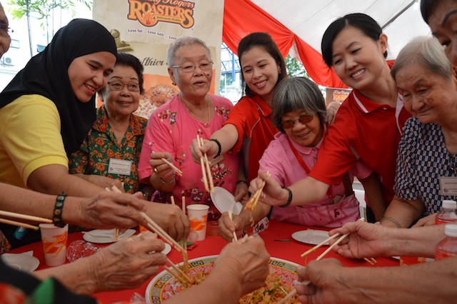 Yee Sang tossing with the senior citizens